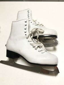 Women's skates size 6* good condition