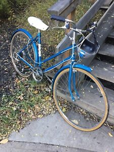 REDUCED! Beautiful blue vintage Raleigh bicycle women's