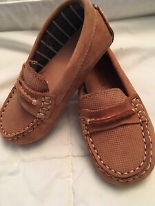 Brand new never worn size 7 22 euro baby loafers