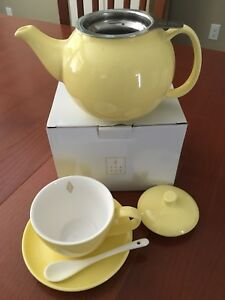 Tea Avenue loose leaf tea pot & cup/saucer new in box