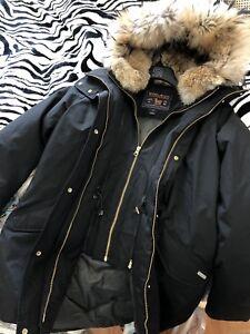 Selling a beautiful Woolrich women jacket size S