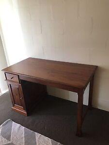 Wooden desk Maroochydore Maroochydore Area Preview