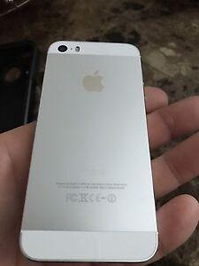 iPhone 5S - *MINT* +Otterbox