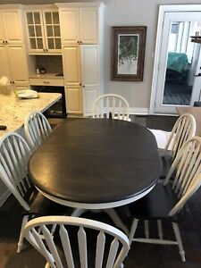 STAINED OAK DINING / KITCHEN TABLE