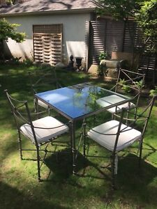 A perfect Breakfast / dinning / patio set