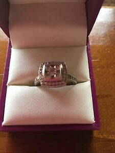 White gold 1 carat diamond ring Caboolture Caboolture Area Preview