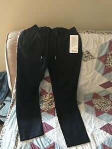 2 pair Lululemon on the fly pant