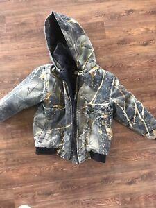 Boys med camo jacket