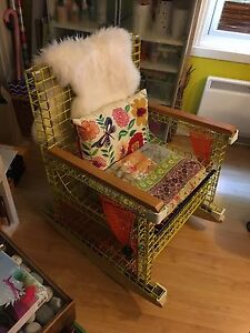 Chaise berçante/ rocking chair made of lobster cages