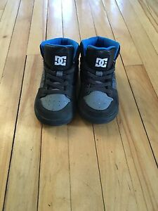 Toddler DC shoes sz 7