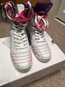 kangaROOS high top women's 8.5 Brand New with Tags