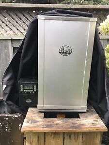 Bradley Digital Smoker