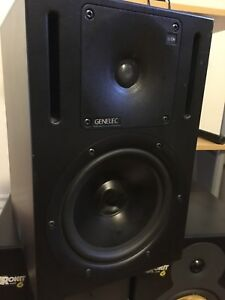 Only 1 genelec 1030a 6 inch monitor