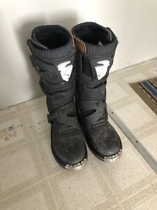 Thor Dirtbike Boots (youth size 7)