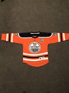 Connor McDAVID Junior S/M jersey (New with Tags)