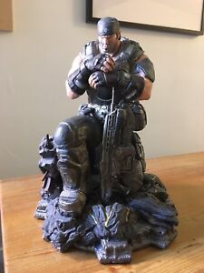 Halo and Gears of Wars Statues