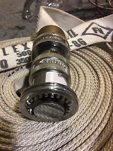 1  1/2  hose  with nozzle  500 psi made in canada