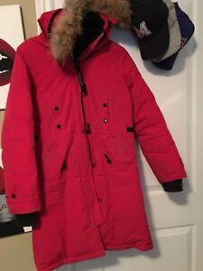 Non authentic Canada goose jacket woman's medium