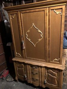 Brown hutch / display cabinet