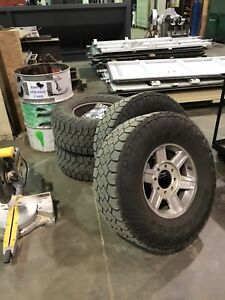 35 x 12.5 x 17 Toyo tires and wheels