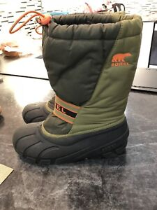Sorry winter boots. Size 6- big kids.