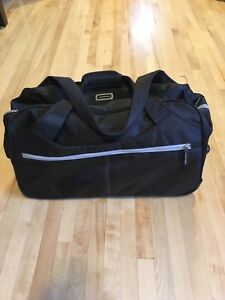 Duffle bag carry on with wheels