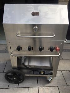 Crown Verity 30 inch natural gas barbecue