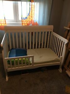 Da Vinci Kalani 4 in 1 Convertible Crib with mattress