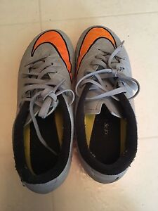 Boys NIKE cleats. - Size 4