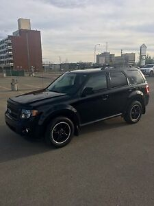 2010 Ford Escape XLT Sport Edition SUV - Only 77,000 KM
