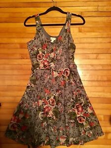 Women's floral dress size medium from Dynamite