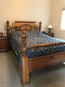 Queen size Solid Pine Pineapple Bed