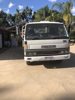 1996 Mazda T4000 Tray top 4.1m and Hiab