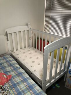 Baby cot- 90% new