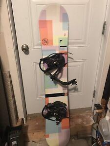Planche à neige, fix et bottes à vendre, négociable
