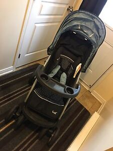 Stroller, car seat and base 15$ OBO
