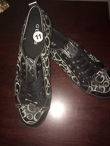 New size 11 women's Guess shoes