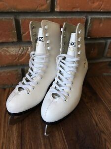 Girls size 3 figure skates, great condition
