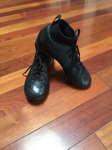 Youth Nike Mercurial Soccer Shoes Size 4.5