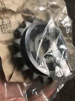 Yamaha Genuine parts Front 17 tooth sprocket Eastlakes Botany Bay Area Preview