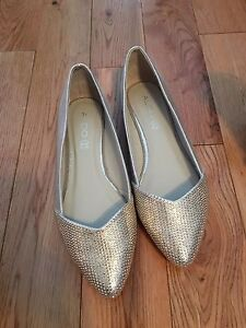 Womens Gold leather flats size 8, prom wedding