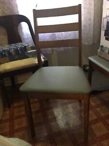 Kitchen table and 4 chairs  44x27