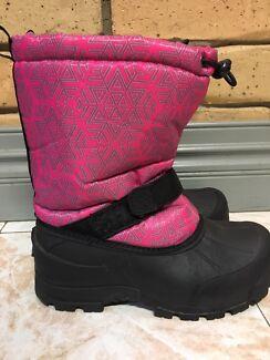 Girls Snow Boots sz4