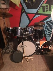 Drum set (hardly used) comes with lots of extras