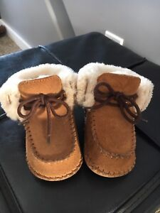 GUC Baby Uggs size 2/3