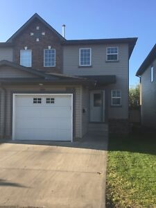 Half duplex for rent in Morinville available for early move in!