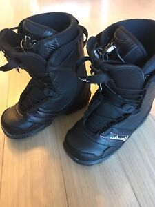 Women's size 9 snowboard boots - mint condition