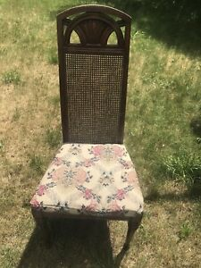 6 wooden chairs - solid - great condition