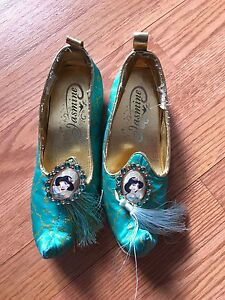 Disney Jasmine shoes Size 11/12 Girls