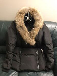 Manteau d'hiver avec fourrure pour femme/ Winter Jacket with fur